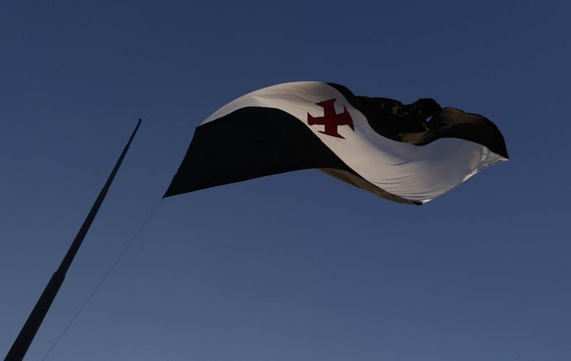Bandeira do Vasco há 30 metros de altura no terreno do CT