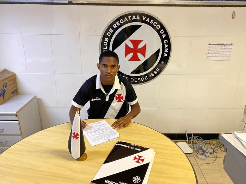 Cauã assinou contrato de formação até fevereiro de 2023