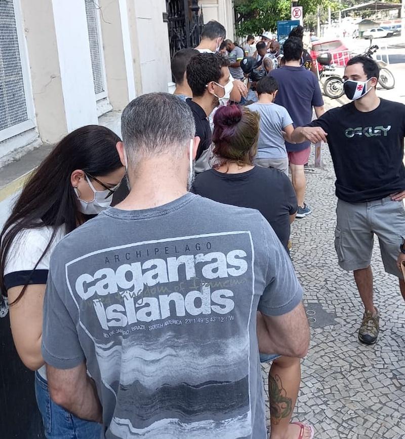 A fila na porta de São Januário neste sábado (5/9)