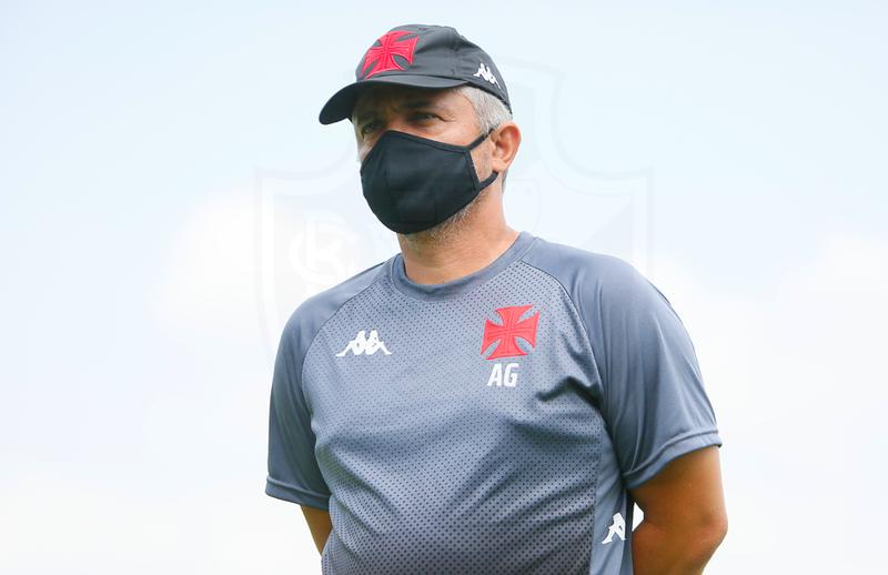 Alexandre Grasseli está prestes a completar um ano como técnico da equipe sub-20