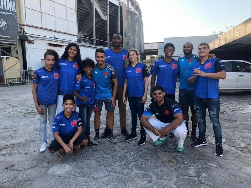 Equipe do judô com os jogadores do futebol