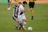 Martín Benítez em ação contra o Botafogo (Foto: Staff Images)