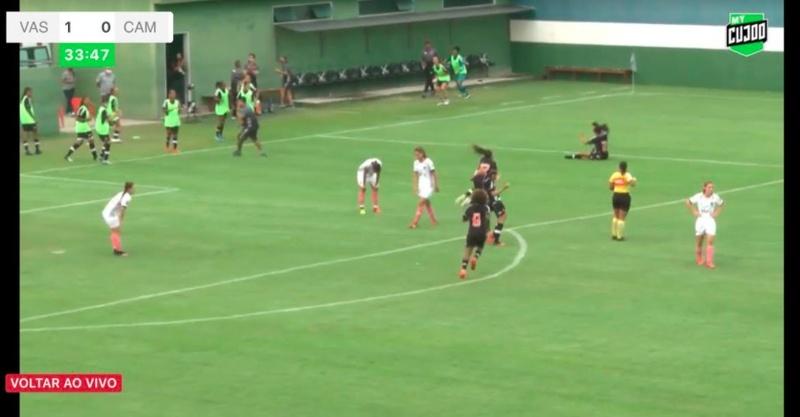 Jogadoras comemoram o gol de Isa