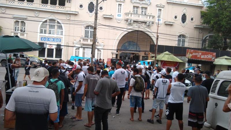 Eleição: Protesto em São Januário