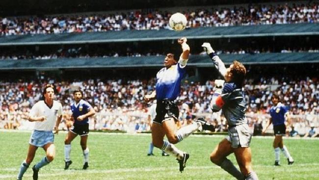 Matias Galarza homenageia Maradona