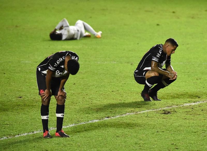 Miranda e Carlinhos são dois dos desfalques para os próximos jogos do Vasco