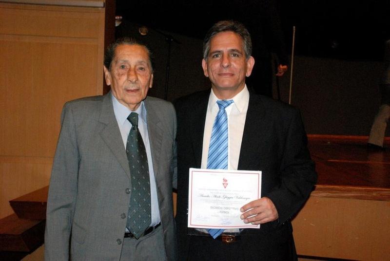 Pai e filho na cerimônia de diplomação de Arcadio em 2009