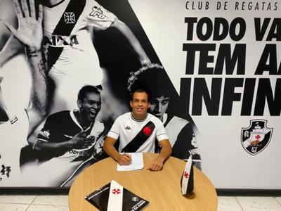 Rodrigo Alves assinou contrato profissional até novembro de 2024