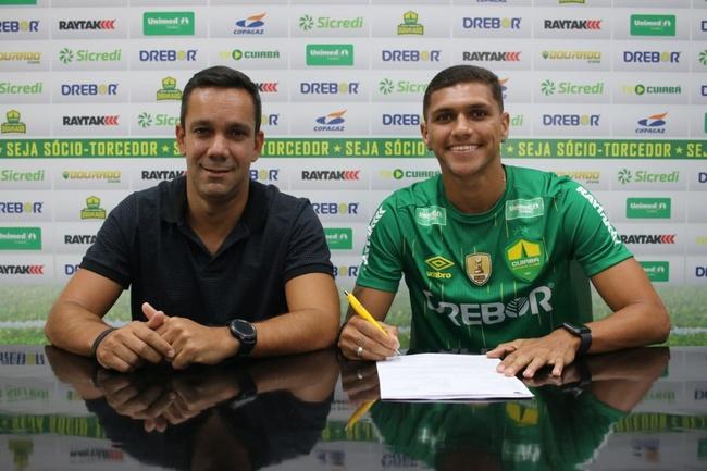 Alexandre Melo assina contrato de três anos com o Cuiabá
