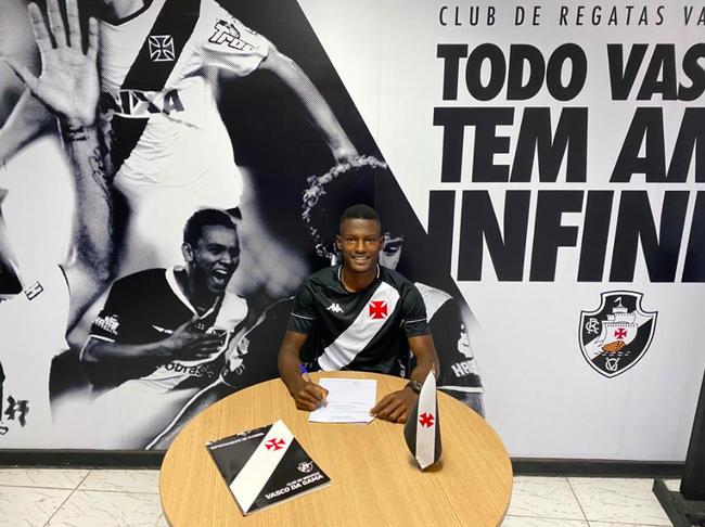 Vinicius Gabriel assinou contrato profissional até dezembro de 2023
