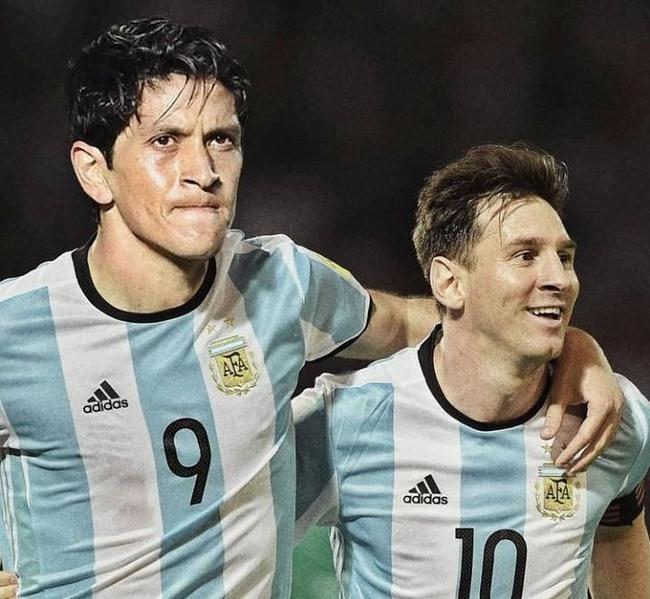 Germán Cano e Messi