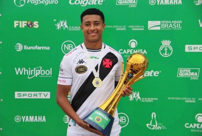 Robert Guilherme, o Betinho, joga pelo Vasco e pela Seleção sub-20