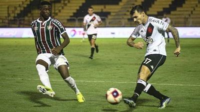 Zeca em ação contra o Fluminense