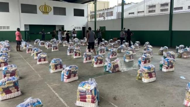 Philippe Coutinho doou cinco toneladas para comunidade Barreira do Vasco, vizinha ao estádio de SJ