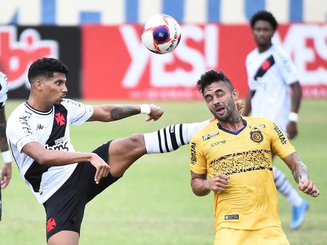Laranjeira, do Vasco, levantou demais o pé e foi expulso no primeiro tempo contra o Madureira