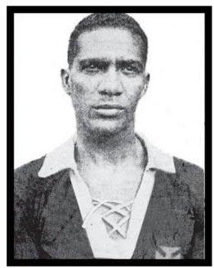 Fausto dos Santos, jogador do time camisas negras