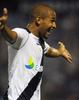 Fellipe Bastos comemora gol contra o Alianza Lima
