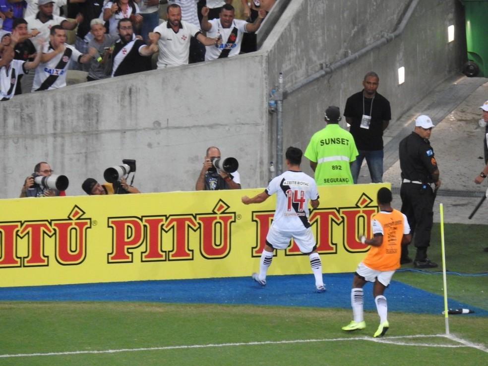 Cano comemora o gol do Vasco no Maracanã contra o ABC