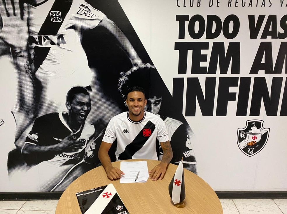 Menezes renovou contrato com o Vasco até 2024