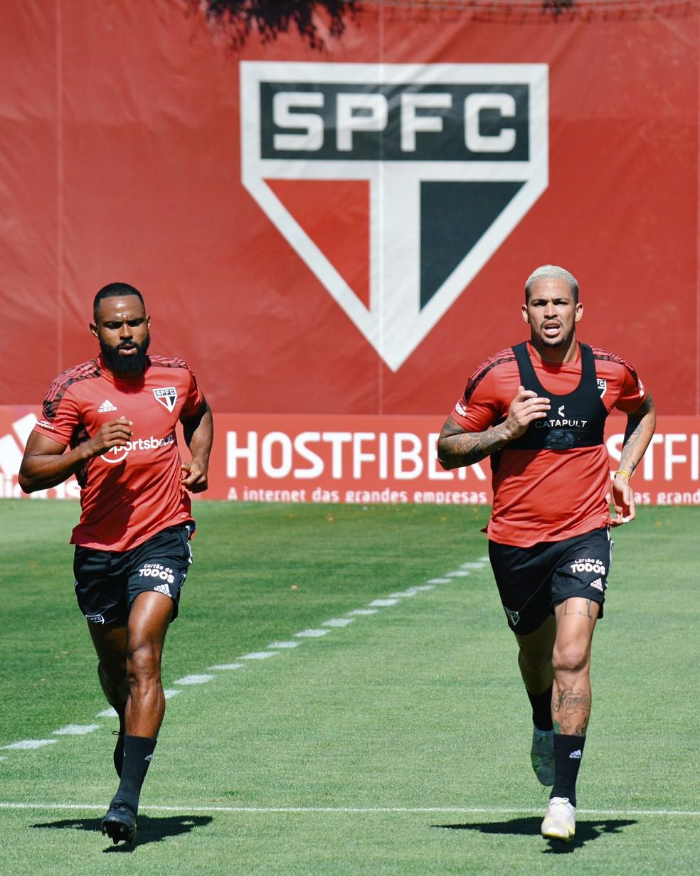 William e Luciano treinam no CT do São Paulo