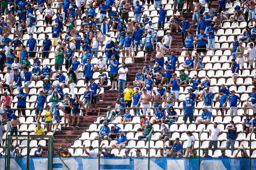 Torcida do Cruzeiro na Arena do Jacaré